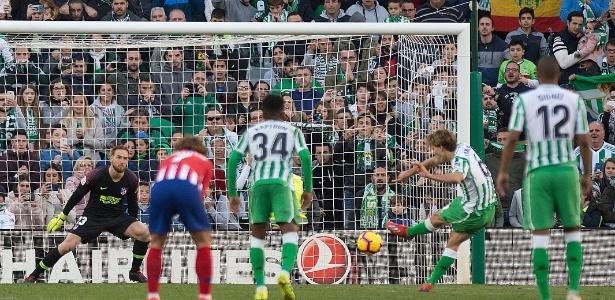 De pênalti, Canales fez o gol da vitória do Bétis sobre o Atlético de Madri - Jorge Guerrero/AFP