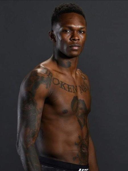 """Especialistas apontam Israel Adesanya como um """"clone"""" de Anderson Silva no MMA, mas nigeriano prefere outro olhar: """"Sou um fã de Anderson há muitos anos"""" - @stylebender/Twitter"""