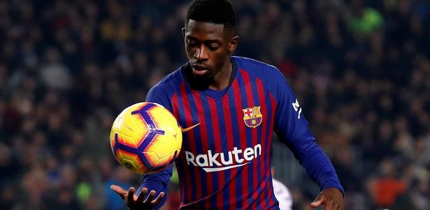 Dembélé em ação durante confronto entre Barcelona e Valladolid - ALBERT GEA/REUTERS