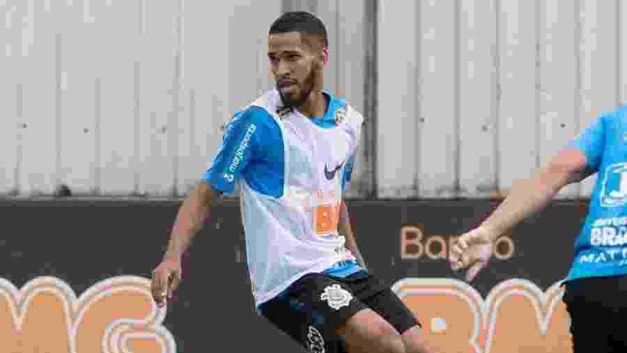 Atacante Everaldo domina a bola durante treino do Corinthians no CT Joaquim Grava - Daniel Augusto Jr/Ag. Corinthians