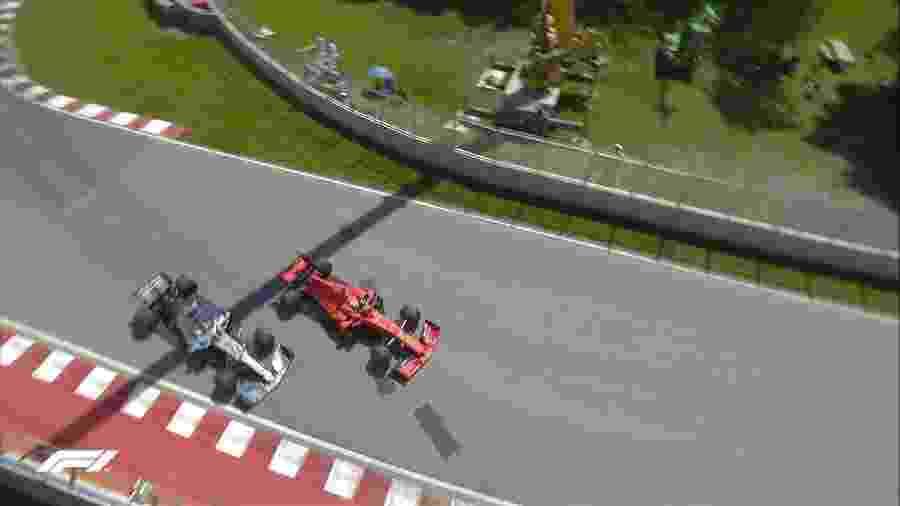 Sebastian Vettel (Ferrari) e Lewis Hamilton (Mercedes) disputam posição em manobra polêmica no GP do Canadá - @F1/Twitter
