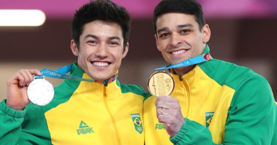 Arthur Nory e Chico Barretto com as medalhas de prata e ouro no Pan de Lima