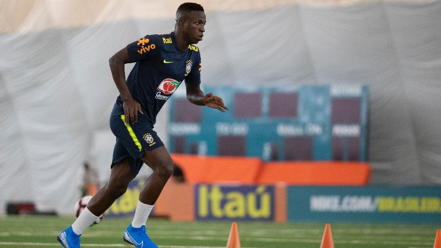 Vinícius Júnior, do Real Madrid, durante treino da seleção brasileira nos CT do Miami Dolphins - Lucas Figueiredo/CBF