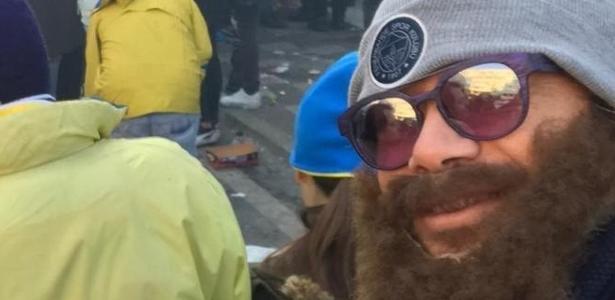 Carnaval na Turquia? | Lugano se disfarça para ver clássico na torcida do Fenerbahçe