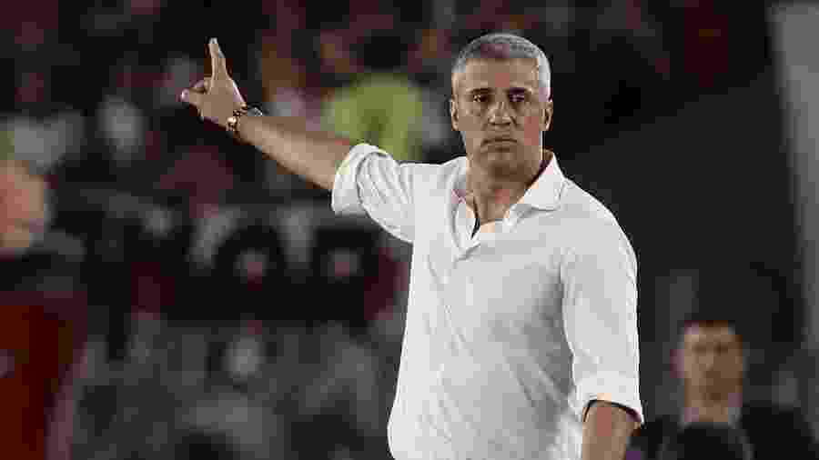 Ex-centroavante e agora treinador, Crespo comanda o Defensa y Justicia contra o Santos hoje à noite - ALEJANDRO PAGNI / AFP