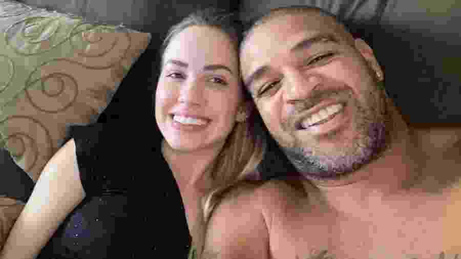 Adriano Imperador e a namorada, Victoria Moreira - Reprodução/Instagram