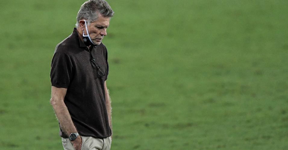 Técnico do Botafogo, Paulo Autuori comanda a equipe contra o Vasco pela Copa do Brasil
