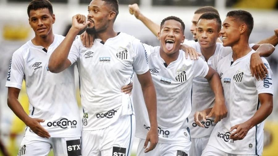 Sabino comemora gol do Santos diante da Ferroviária na Vila Belmiro - Santos FC