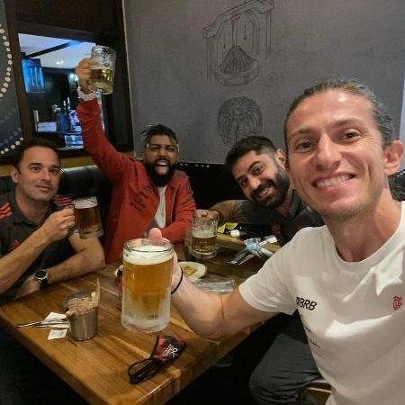 Filipe Luis e Gabigol celebram vitória do Flamengo em estreia na Libertadores - Reprodução/Instagram