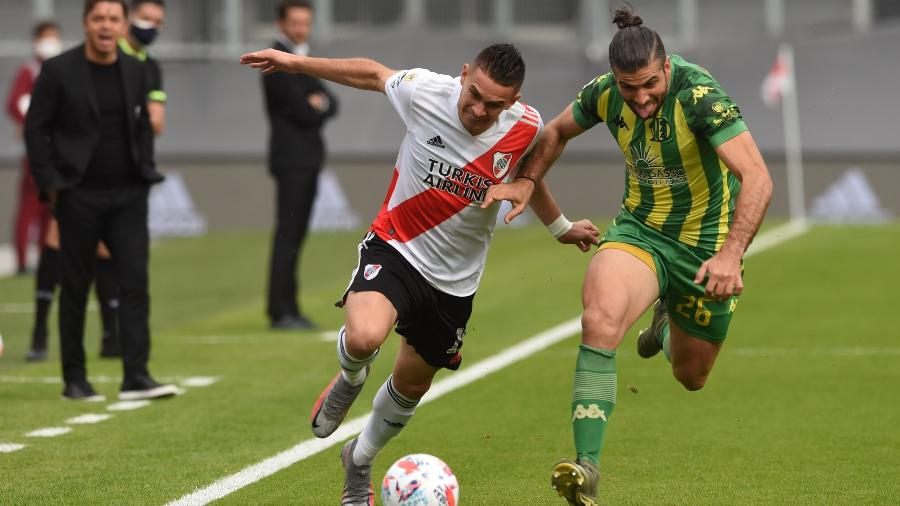 Borré em ação contra o Aldosivi, com instruções de Gallardo ao fundo - Divulgação River Plate