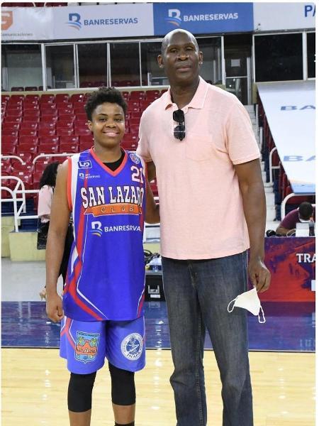 Maíra e seu pai, o ex-jogador da NBA Tito Horford, se encontram pela primeira vez - Arquivo pessoal
