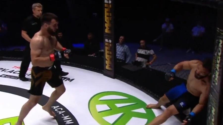 Marcão Pirata fica preso na grade em nocaute durante evento de MMA - Reprodução/Twitter