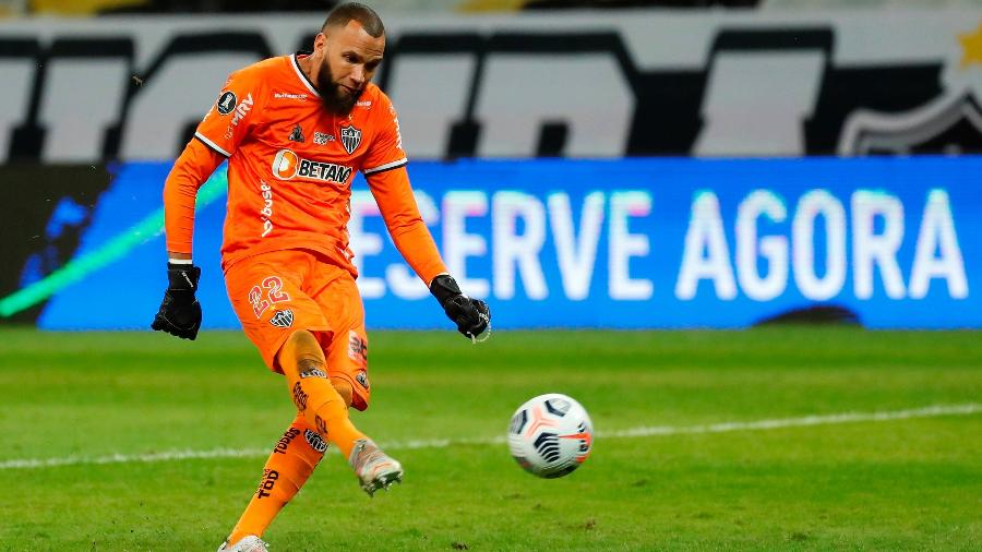 Éverson enche o pé e faz o gol de pênalti para selar classificação do Atlético-MG às quartas da Libertadores - EFE/ Bruna Prado /POOL