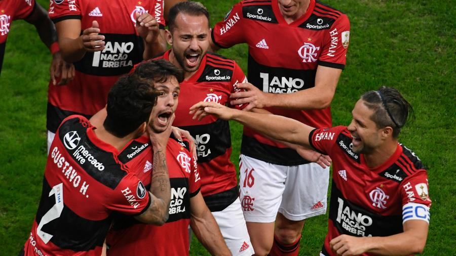 Rodrigo Caio comemora gol marcado contra o Defensa, em Brasília - Mateus Bonomi/AGIF
