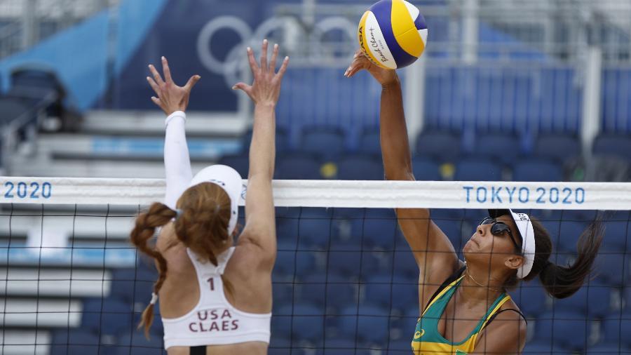 A dupla brasileira Ana Patricia/Rebecca durante o jogo contra Claes/Sponcil, dos Estados Unidos, no vôlei de praia - JOHN SIBLEY/REUTERS