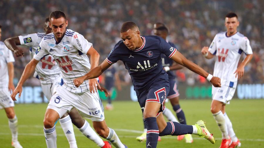 Kylian Mbappe participa de três gols do PSG contra o Strasbourg - Sarah Meyssonnier/Reuters