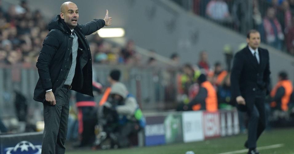 Pep Guardiola orienta a equipe do Bayern de Munique diante da Juventus, do treinador Massimiliano Allegri