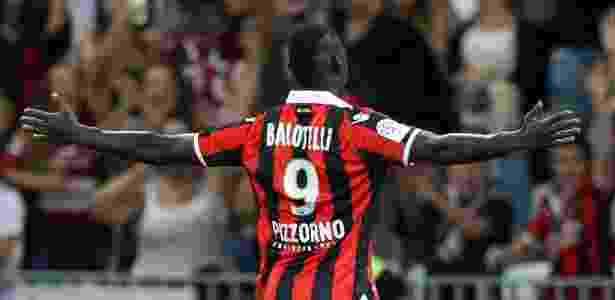 Balotelli comemora um dos seus gols sobre o Olympique de Marselha. Ele também fez dois contra o Monaco - VALERY HACHE/AFP