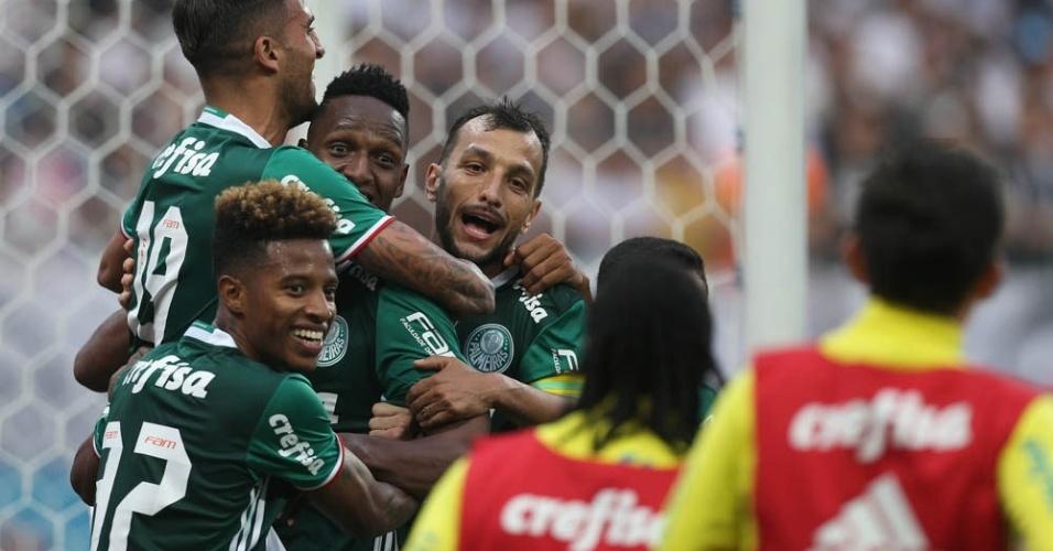Palmeiras venceu o Corinthians por 2 a 0 e manteve a liderança do Brasileirão