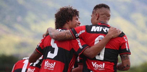 Guerrero e Willian Arão estão confirmados no time do Flamengo para quarta-feira (8)