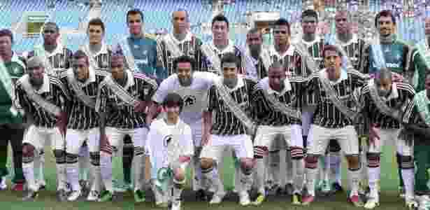 Acima de Deco e Fred, Marquinho posa para foto do título brasileiro de 2010 pelo Fluminense - Arquivo Pessoal - Arquivo Pessoal