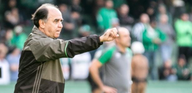 Marcelo Oliveira orienta o Coxa: meta é repetir início do turno