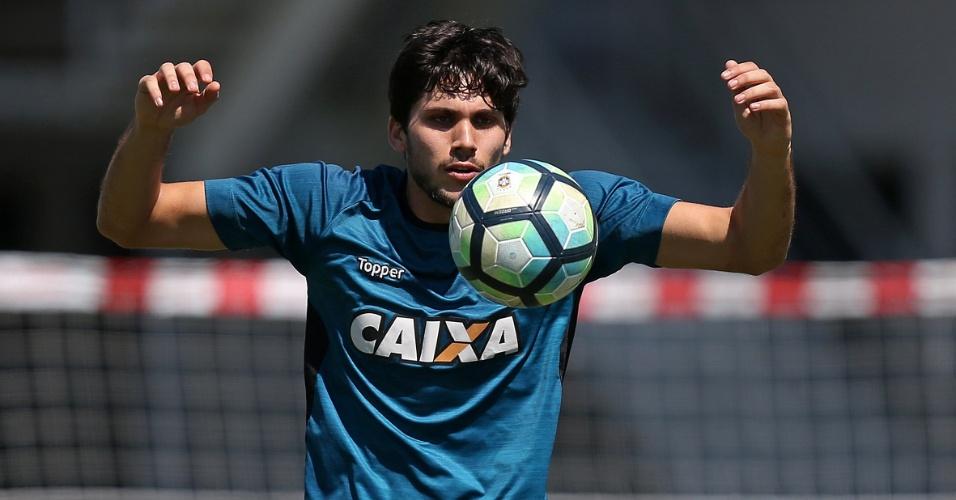 Igor Rabello esperou oportunidade e assumiu titularidade do Botafogo