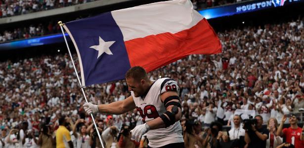 JJ Watt entra em campo com a bandeira do Texas antes de derrota para os Jaguars