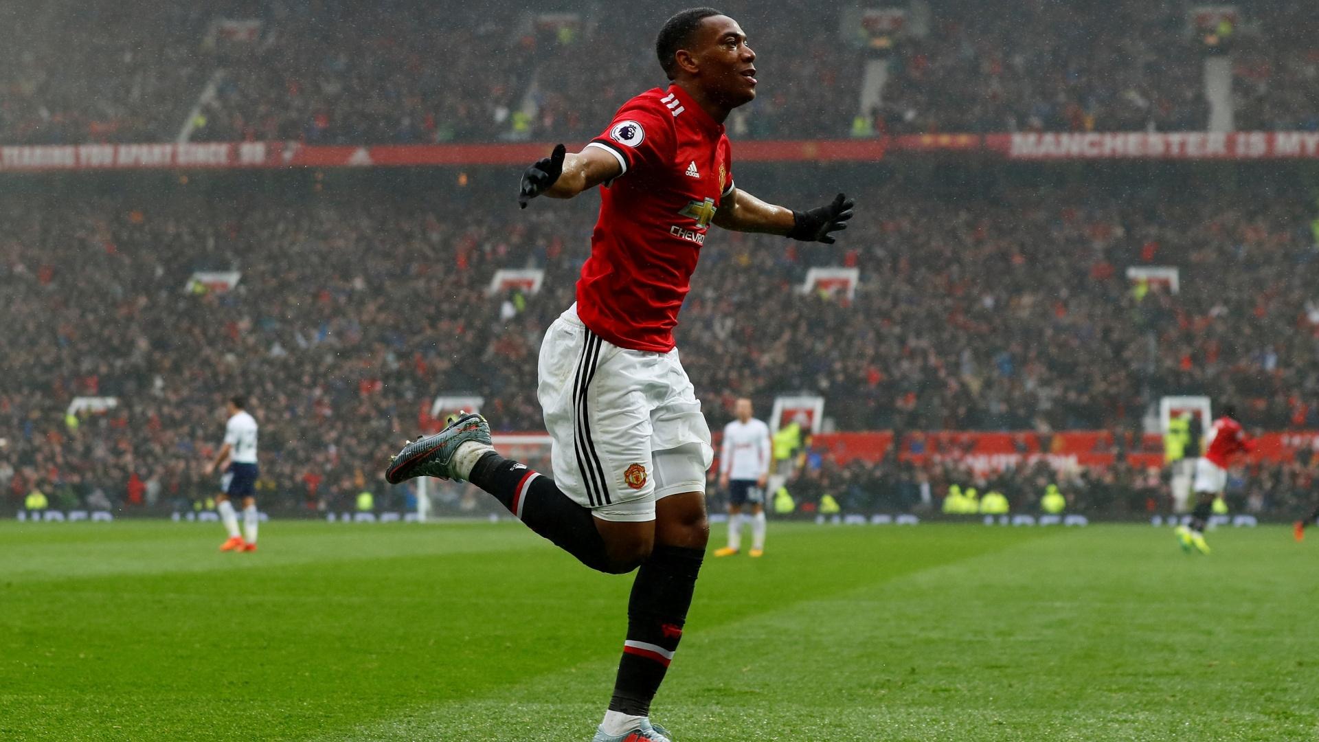 Martial comemora gol para o United contra o Tottenham