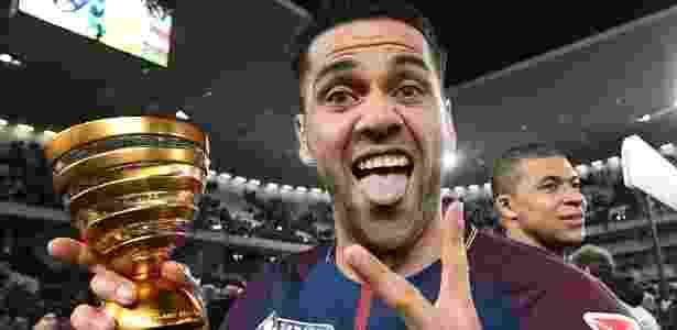 Daniel Alves comemora título do PSG - AFP - AFP