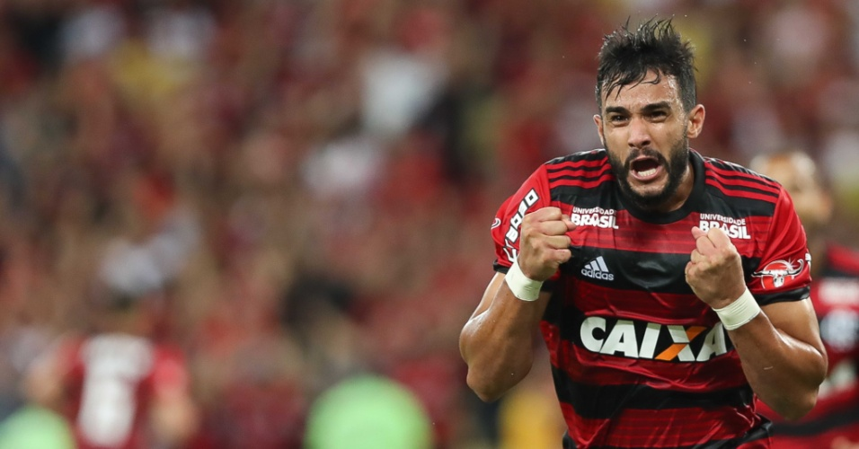 Henrique Dourado comemora gol do Flamengo contra o América-MG