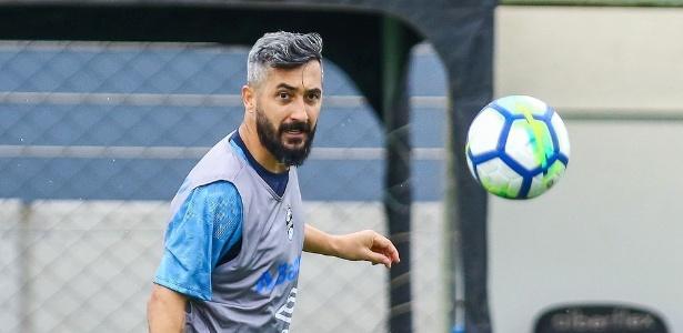 Douglas voltou a treinar com o grupo de jogadores em maio e está se recuperando - Lucas Uebel/Grêmio