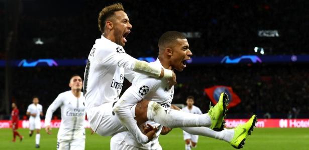 Neymar e Mbappé, do PSG, comemoram gol do brasileiro no jogo contra o Liverpool - Clive Rose/Getty Images