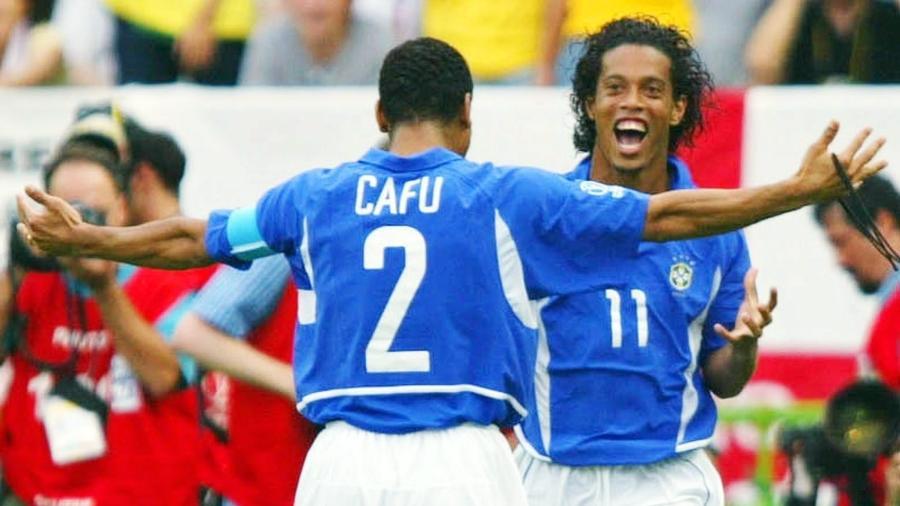 Camisa 11 marcou de falta contra os ingleses nas quartas da Copa de 2002, em um de seus gols mais lembrados - Gunnar Berning/Bongarts/Getty Images