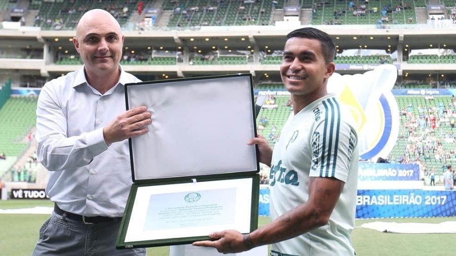 Dudu recebeu placa por golaço de cobertura marcado contra o São Paulo - Cesar Greco/Ag. Palmeiras/Divulgação