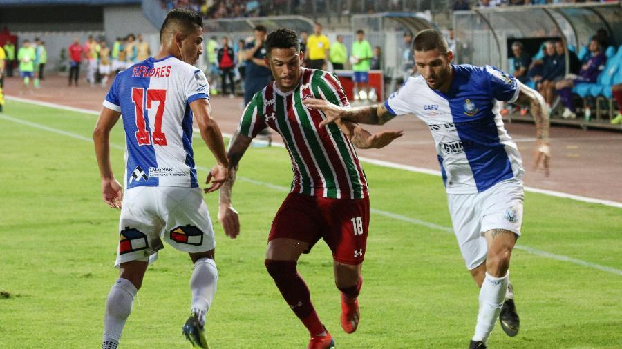 Luciano em ação pelo Fluminense contra o Antofagasta; atacante foi o nome do jogo - Miguel Zamora/EFE