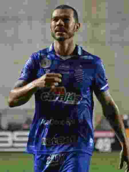 Volante Nilton, do CSA, durante jogo contra o Vasco, pelo Campeonato Brasileiro - Thiago Felix