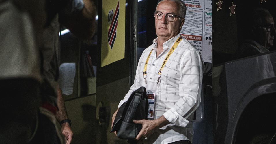 Dorival Júnior comanda o Athletico Paranaense contra o Flamengo pela Supercopa