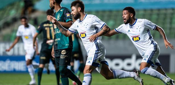 Em Jogo Com Polemicas De Arbitragem Cruzeiro Vence O America Mg E Respira 02 12 2020 Uol Esporte
