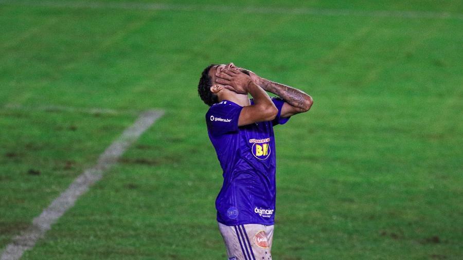 Filipe Machado, do Cruzeiro, lamenta lance durante partida da Série B de 2020 - Fernando Alves/AGIF