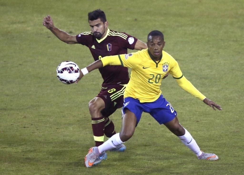Robinho em ação no jogo do Brasil contra a Venezuela na Copa América