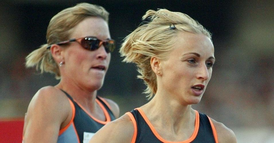 Suzy Favor Hamilton (esq) e Gabriela Szabo (dir) disputam prova dos 1.500 metros na Golden League de 2002, em Zurique