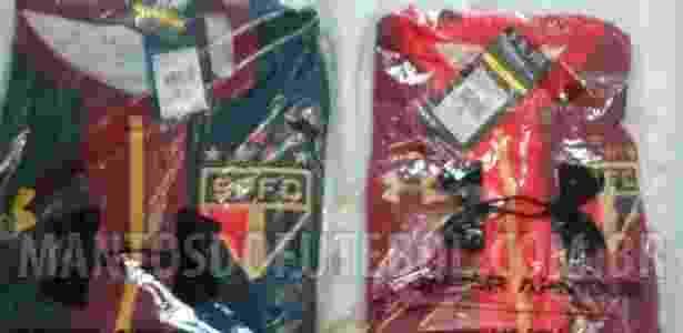 A camisa bordô, à direita. Ao lado esquerdo, a nova camisa de goleiro - Reprodução