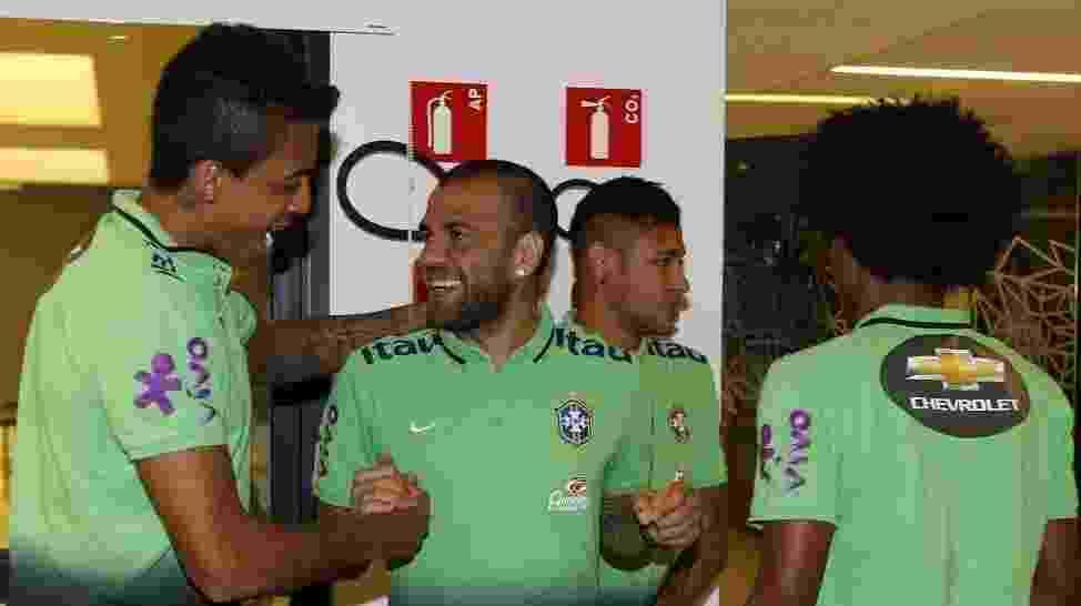 Neymar e Daniel Alves chegam à Granja Comary - Rafael Ribeiro/CBF