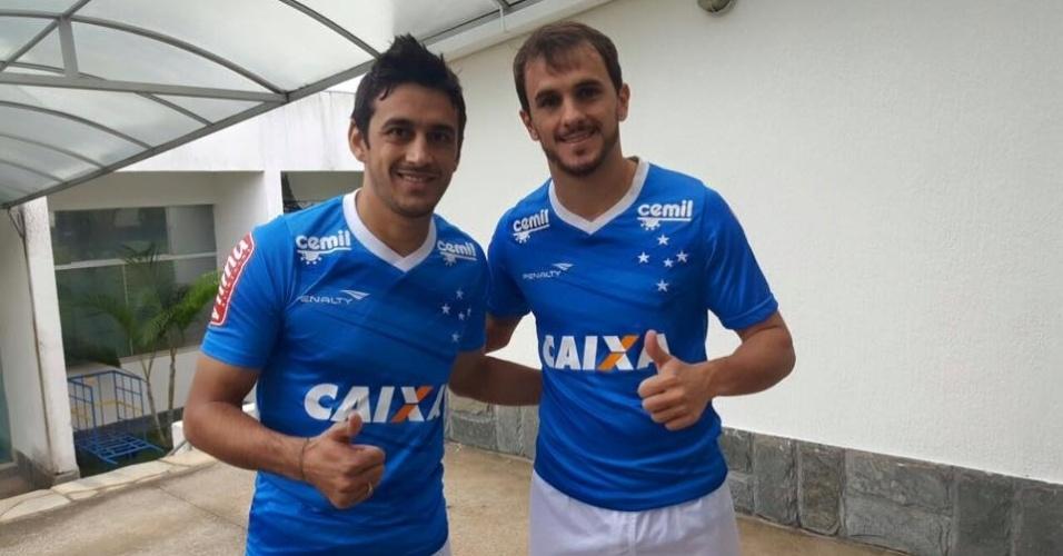 Robinho e Lucas chegaram ao Cruzeiro e já iniciaram os exames médicos e físicos
