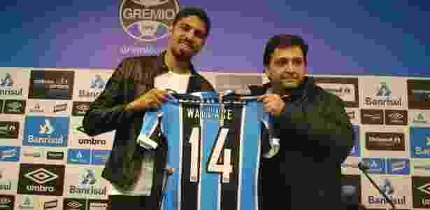 Wallace é apresentado como reforço do Grêmio no CT do clube - Marinho Saldanha/UOL