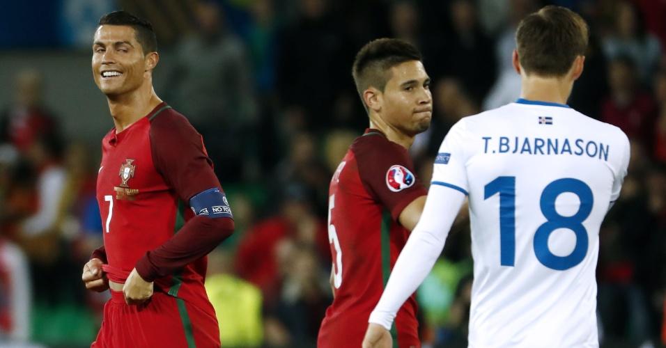 Cristiano Ronaldo durante a partida entre Portugal e Islândia