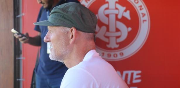 Taffarel acompanha treinamento do Internacional no CT Parque Gigante