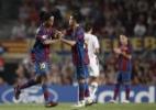 O dia em que Ronaldinho foi vaiado no Barcelona. E Messi tomou as dores