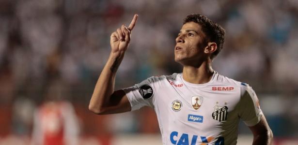 Vitor Bueno ganhou elogios de Jair Ventura no treina desta segunda-feira